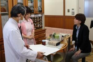 採血をして抗体価を調べる